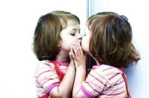 Se olhe no espelho e veja o quão es belo, o quanto a sua alma é boa e precisa que faça o bem por ela.