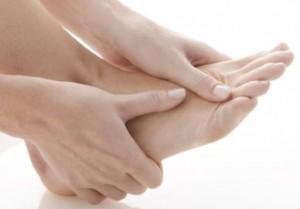 Como tirar calos dos pés