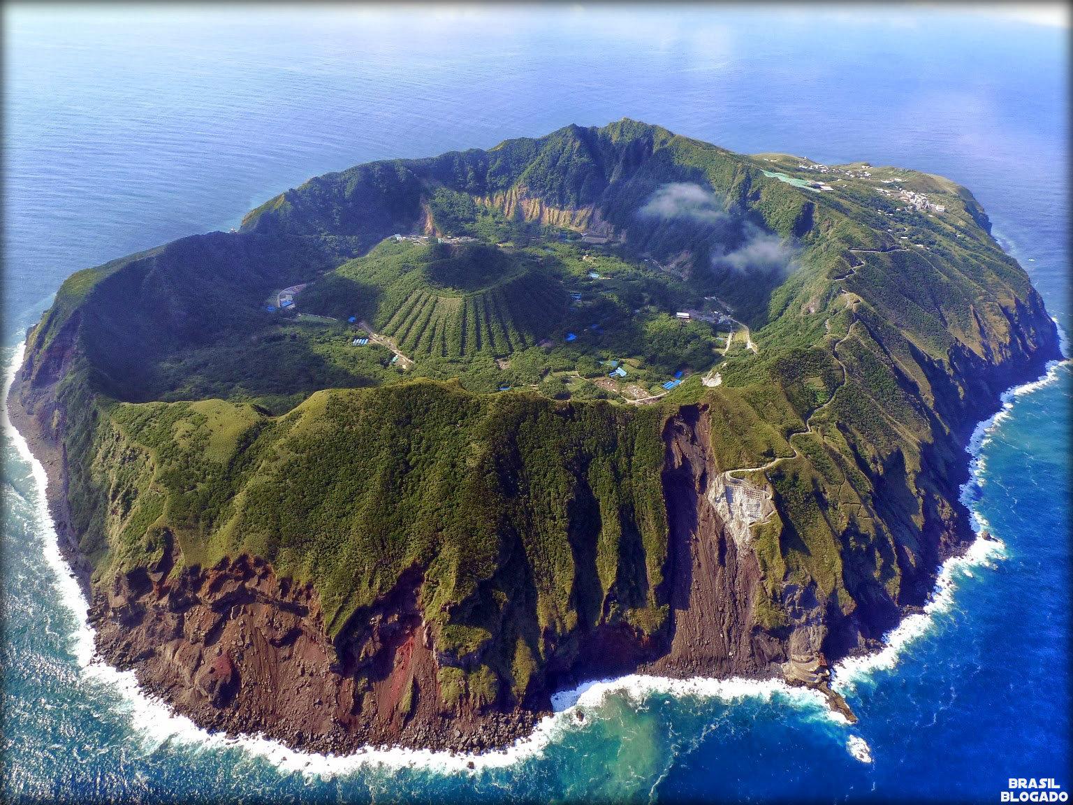 Como surge uma ilha vulcânica