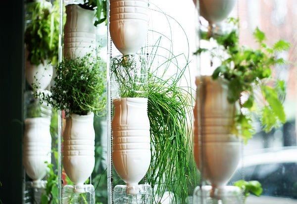 fazer jardim vertical garrafa pet:Garrafa-Horta-Vertical-de-garrafa-pet.jpg