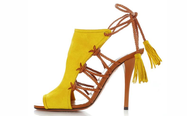 Sandália com fitas de couro