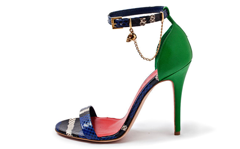 Sandália com muitas cores