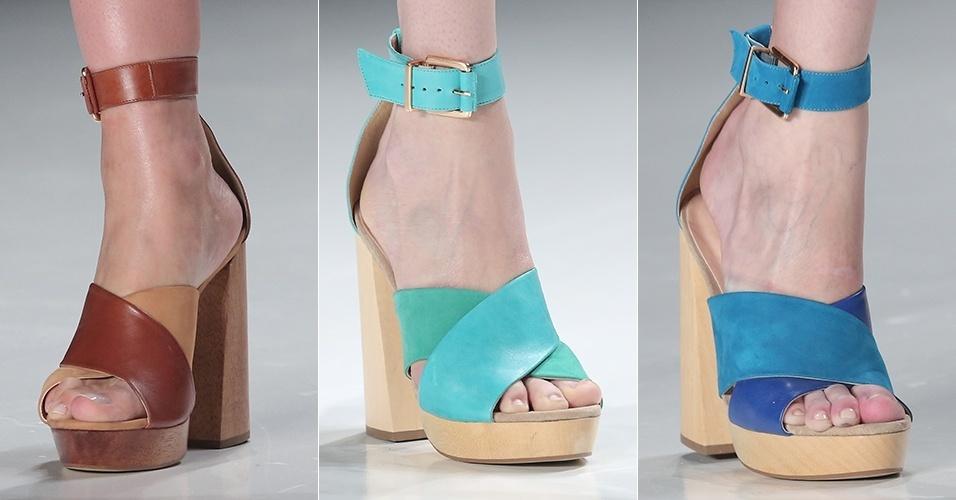 Sandálias com salto de madeira