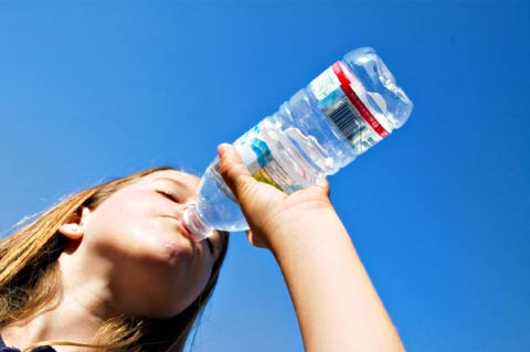 Nem sempre lembramos de tomar água, por tanto, os problemas podem sim, aparecer.