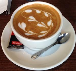 O café retira os principais nutrientes do leite.