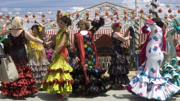 A festa é muito bonita. E tem um concurso de miss feira abril, por tanto, as mulheres sempre vão estar bem arrumadas.