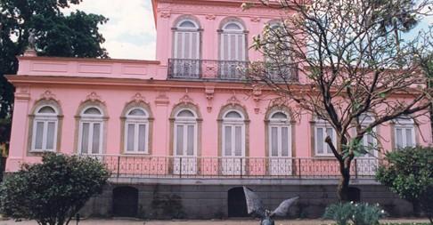A casa já completou o seu centenário há alguns anos.