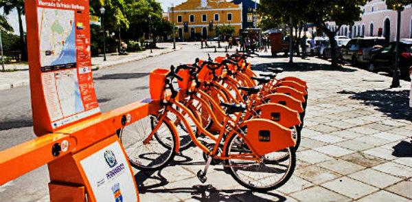 Andar de bicicleta faz bem para sua saúde e para o meio ambiente.
