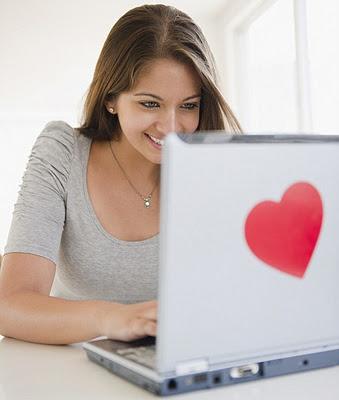 Existem todo tipo de sites de relacionamento, alguns gratuitos e outros que requerem pagamento.