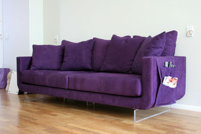 Sofa roxo.