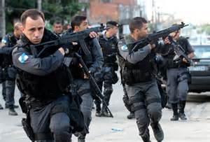 Os policiais do Brasil, tem de entrar em confronto com alguns moradores, devido, eles praticarem, coisas que vão contra a lei.