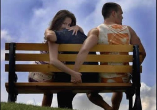 A mulher pode agir conforme o homem não perceba, mas caso, ele venha, a ver, saiba que ela irá contornar a situação, de qualquer modo.