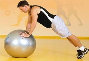 Ele pode ser feito por meio de uma aula de Pilates em modo livre e com as máquinas, desde que seja apenas de duas séries e com pesos leves.