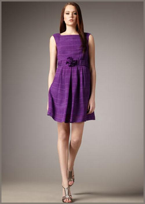 Vestidos básicos podem ser valorizados com os acessórios.