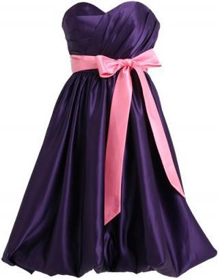 Vestido roxo.