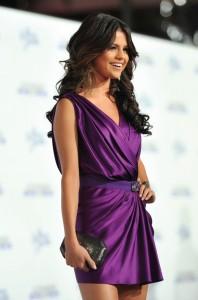 De modo geral os vestidos roxos caracterizou toda a  moda 2012